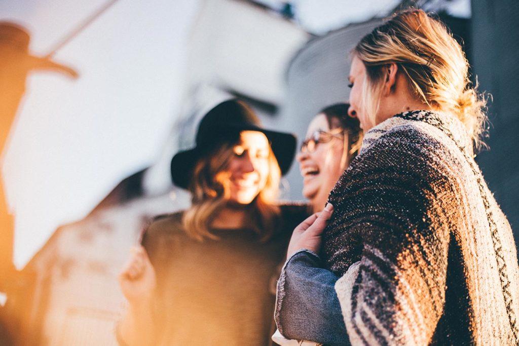 Mulheres felizes por terem participado num processo de life coaching