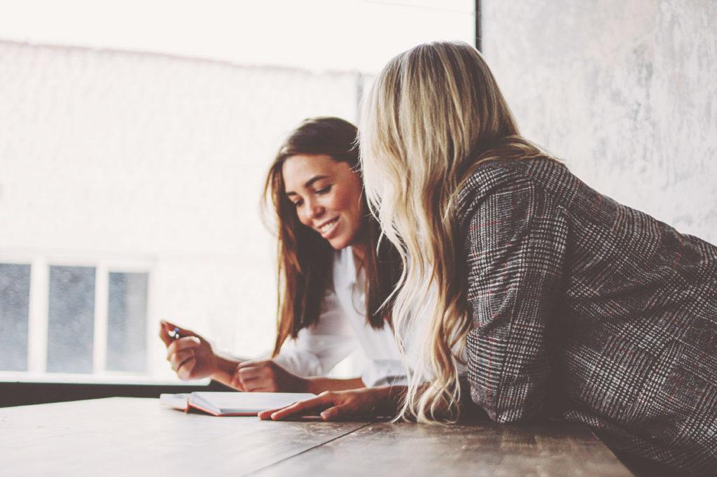 Mulher a receber supervisão em coaching